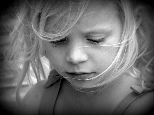 選択性緘黙(せんたくせいかんもく)は内向的で恥ずかしがり屋?その治療方法は?
